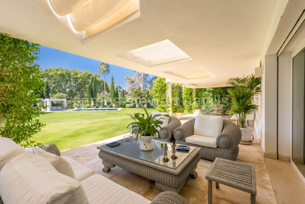 Sotogrande, Possibly one of the finest residences in Sotogrande Costa frontline to the Real Sotogrande Golf course