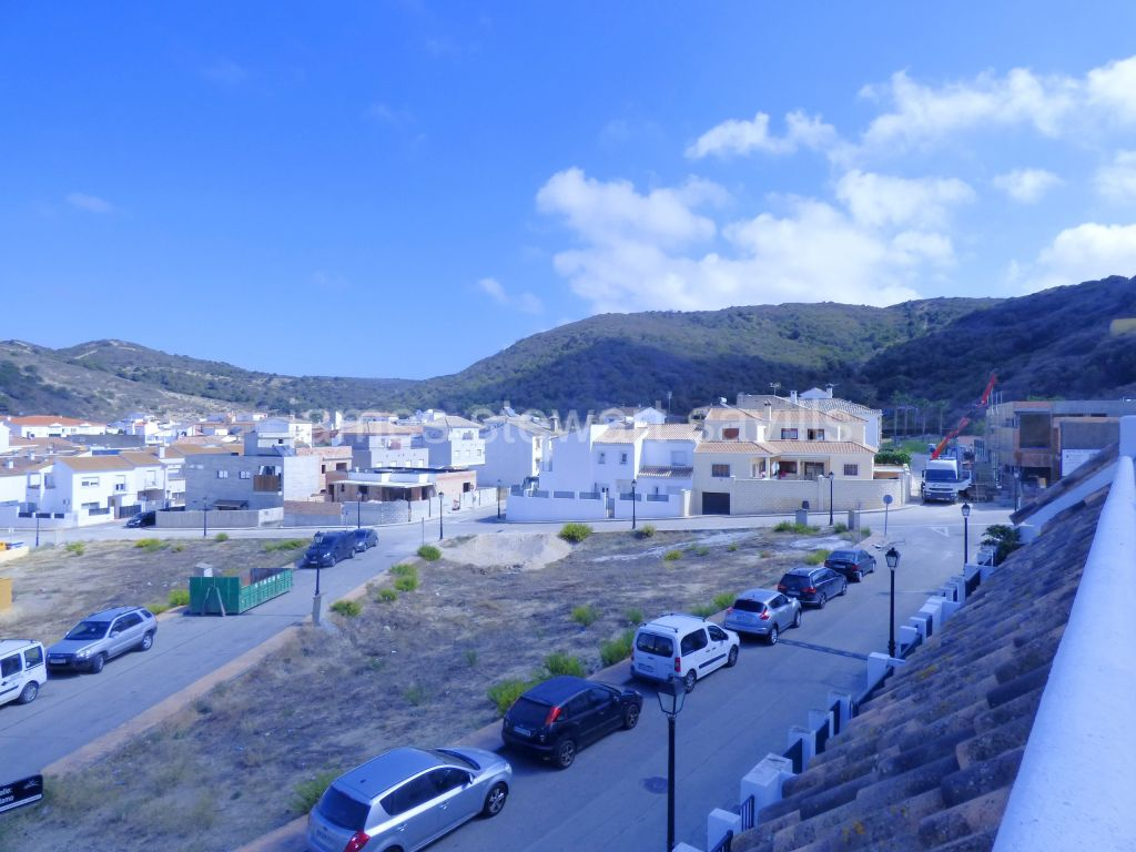 Casares, Village townhouse in Secadero close to a primary school and only a 10 min drive to the beach