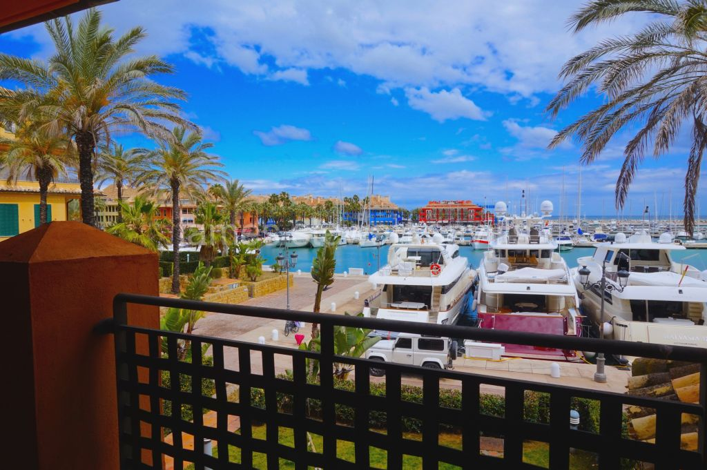 Sotogrande, Spacious 250m2 apartment with wonderful Sotogrande Marina views