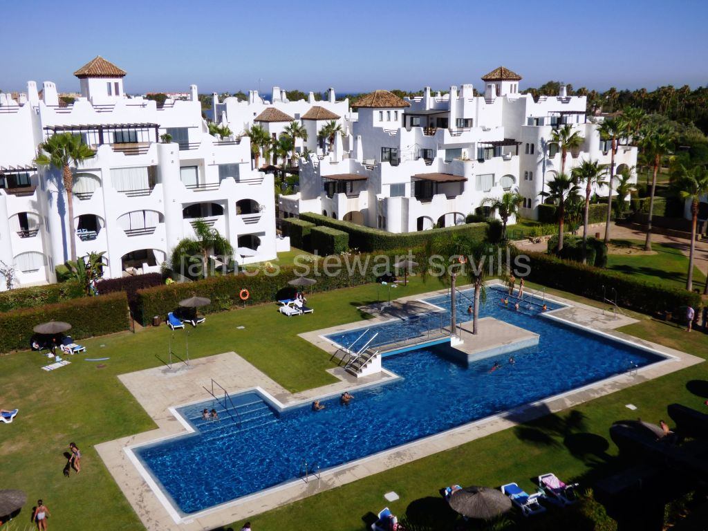 Sotogrande, Ground floor apartment in the ever popular El Polo riverside community