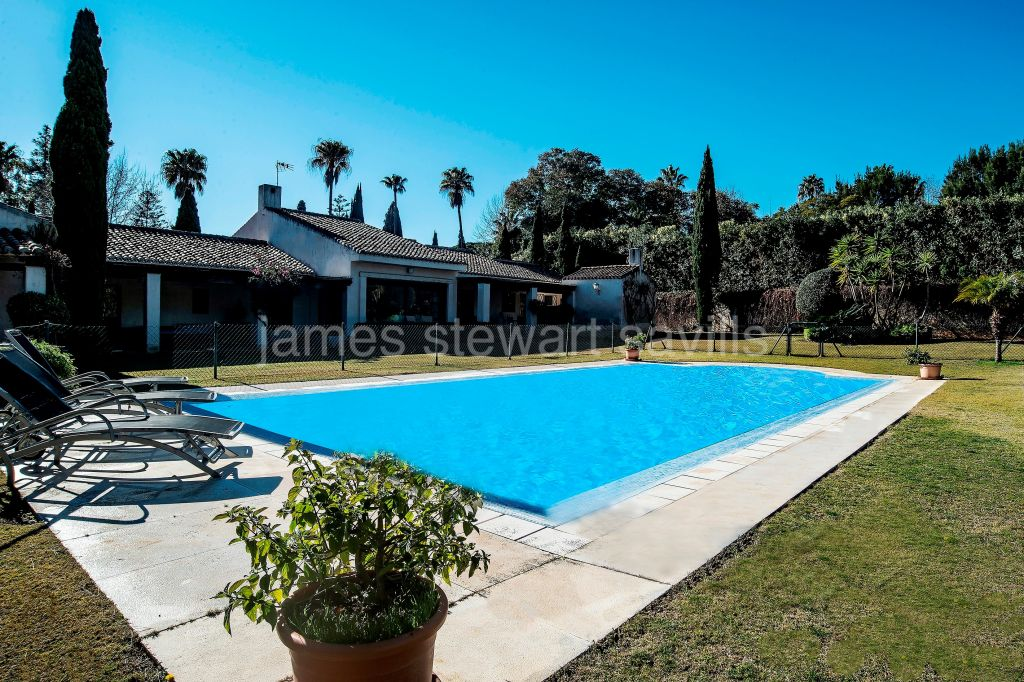 Sotogrande, Characterful rustic style single storey villa on a large plot and in a quiet area of Kings and Queens