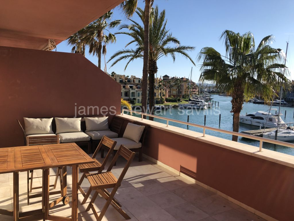 Sotogrande, Refurbished water front duplex apartment in Sotogrande Marina