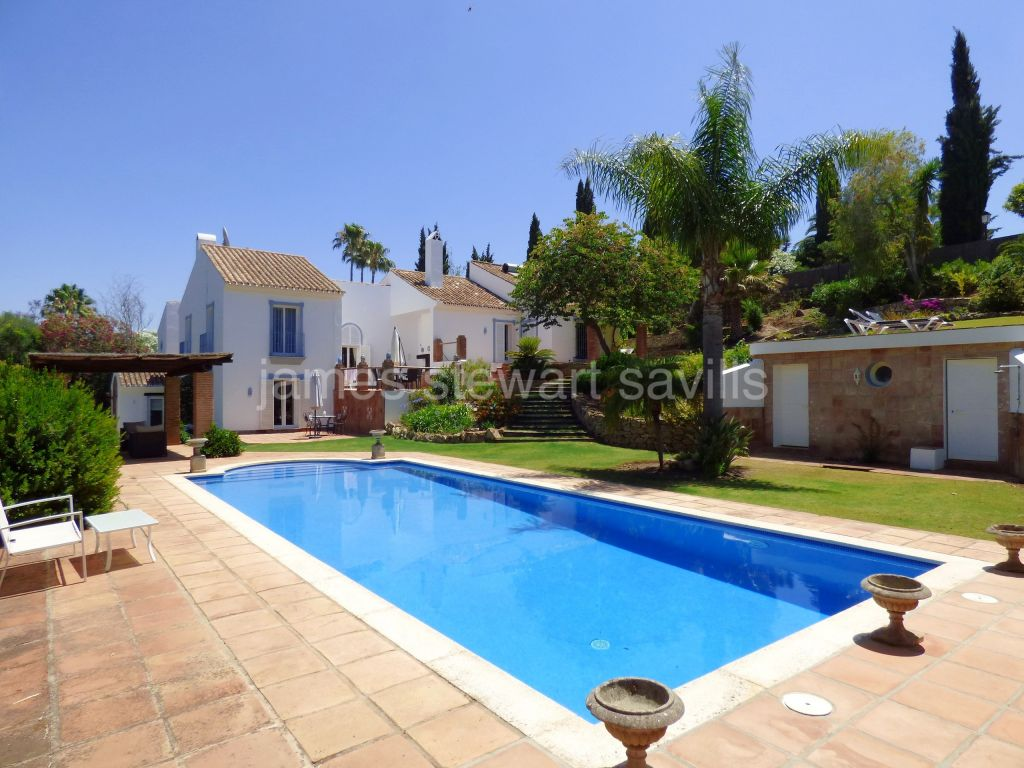 Sotogrande, Very bright and spacious villa in the upper side of Sotogrande Costa