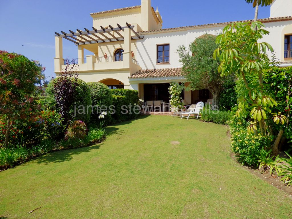 Sotogrande, Extremely nice 2 bedroom townhouse in Cortijos de la Reserva looking towards The Beach