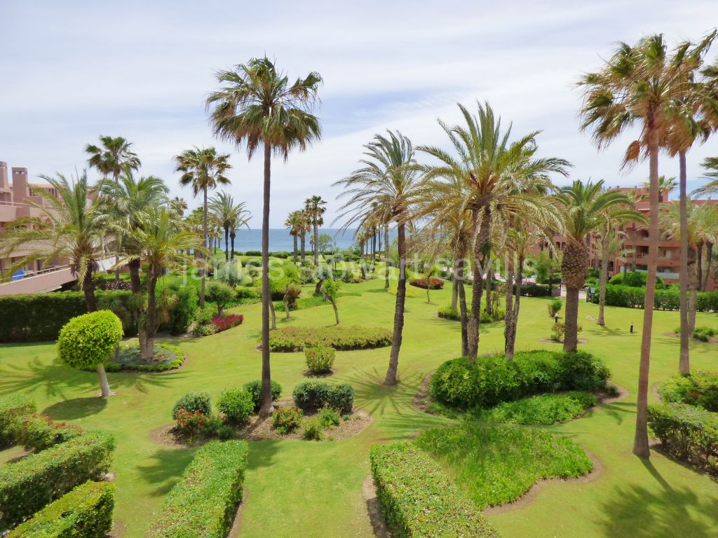 Sotogrande, Great 2 bedroom / 2 bathroom beachfront apartment in Sotogrande