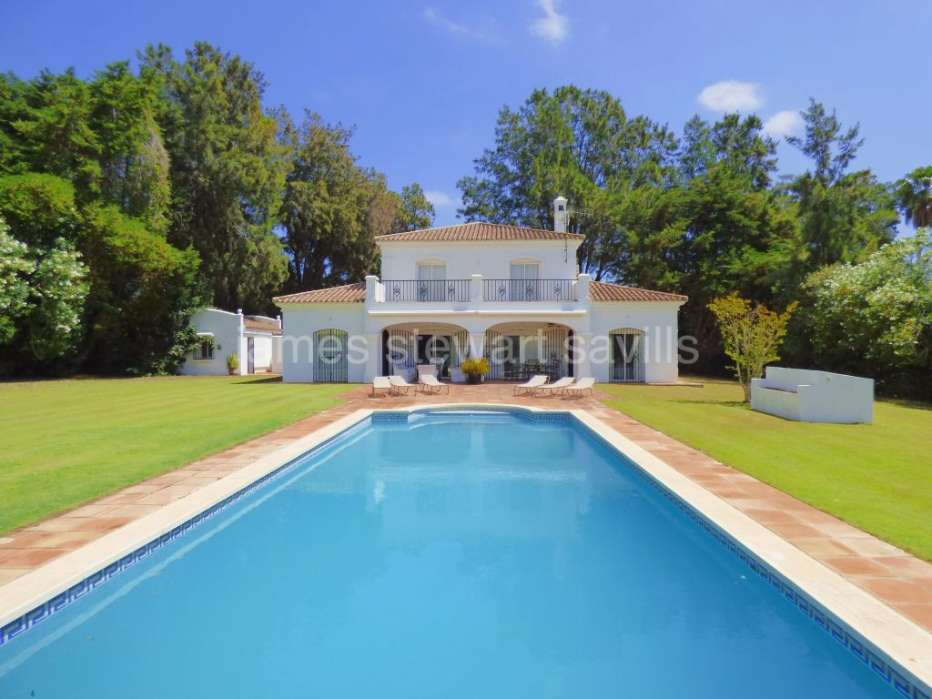 Sotogrande, Villa on a fabulous large, flat plot in Sotogrande Costa