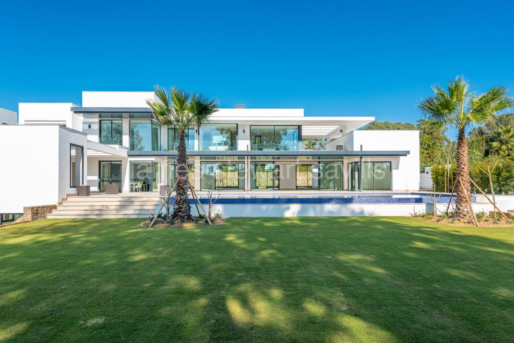Sotogrande, Excellent spec contemporary villa in Sotogrande Costa completed January 2021