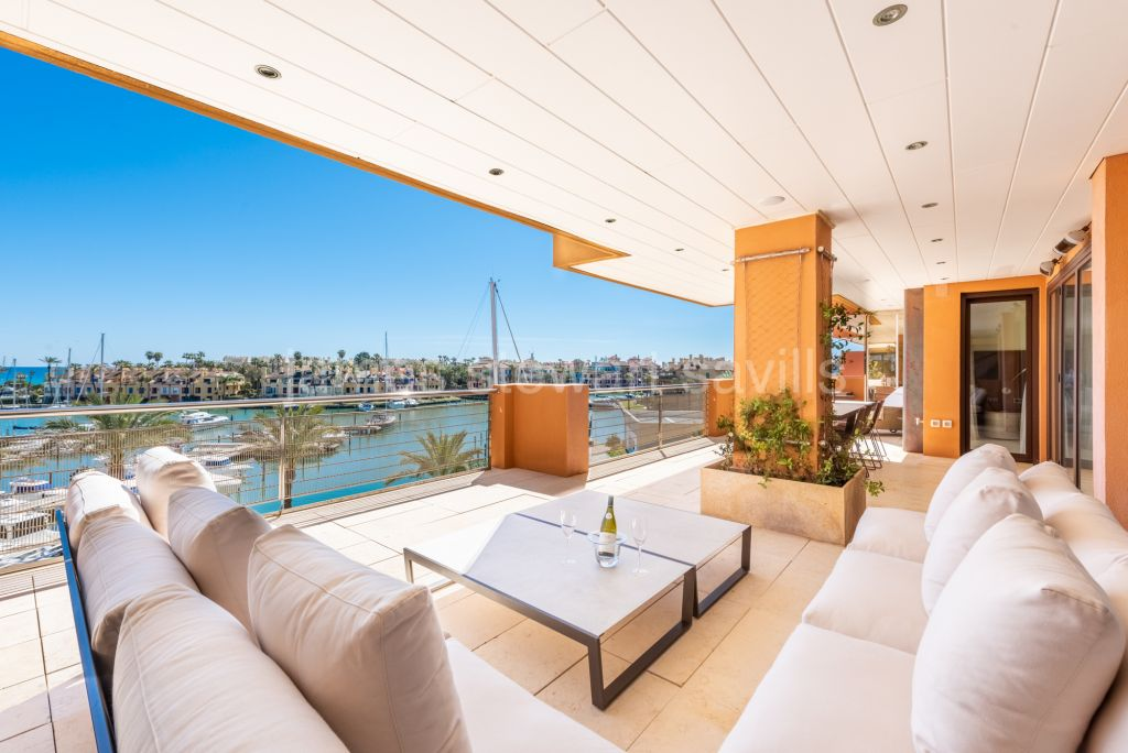 Sotogrande, EXCLUSIVE Fantastic 5 bedroom apartment in Ribera del Marlin commanding breathtaking views of the Marina and Sea