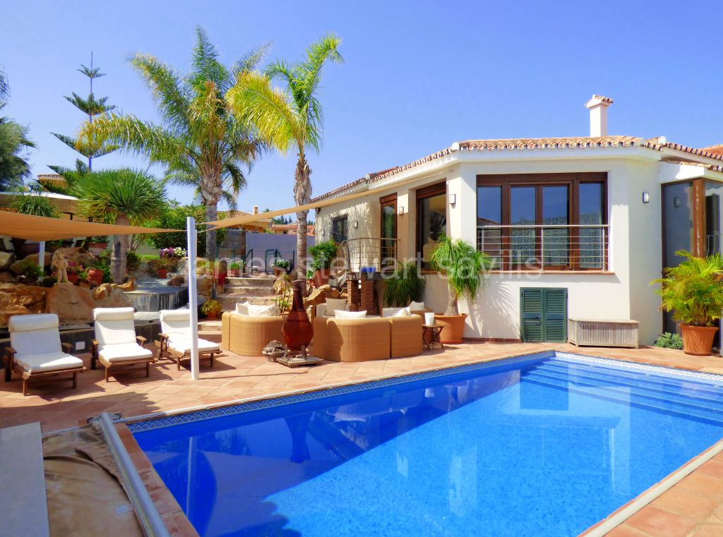 Pueblo Nuevo de Guadiaro, An excellent quality home with a fabulous entertaining area walking distance from the shops