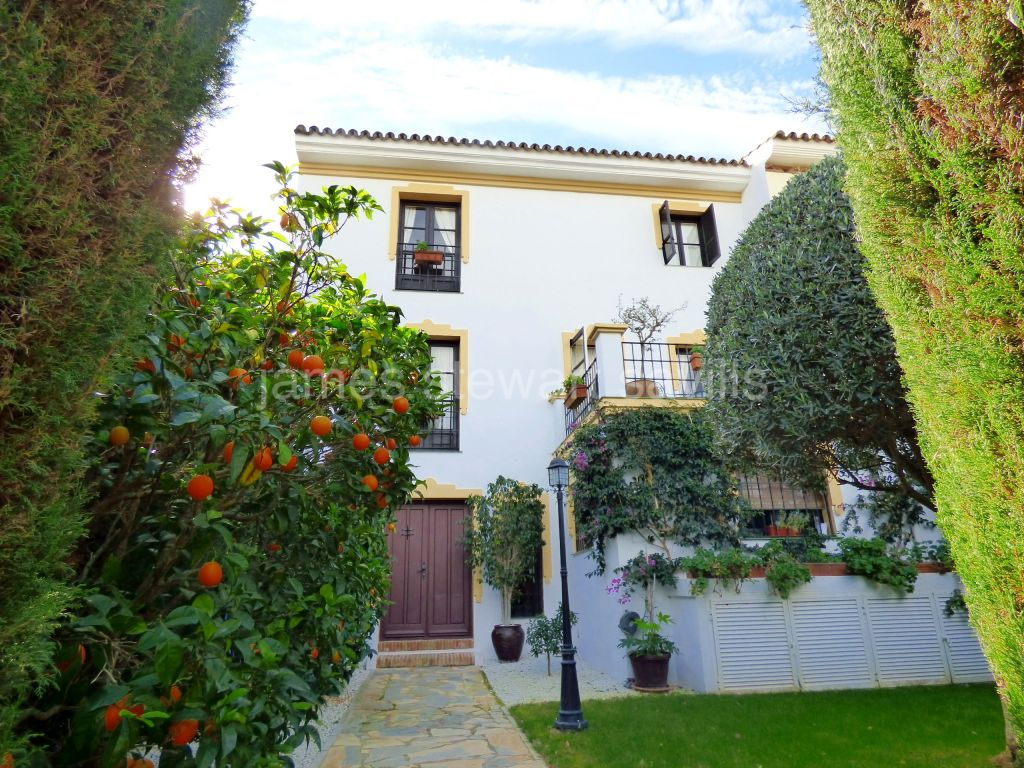 San Roque, Very charming rustic style townhouse within the San Roque Club
