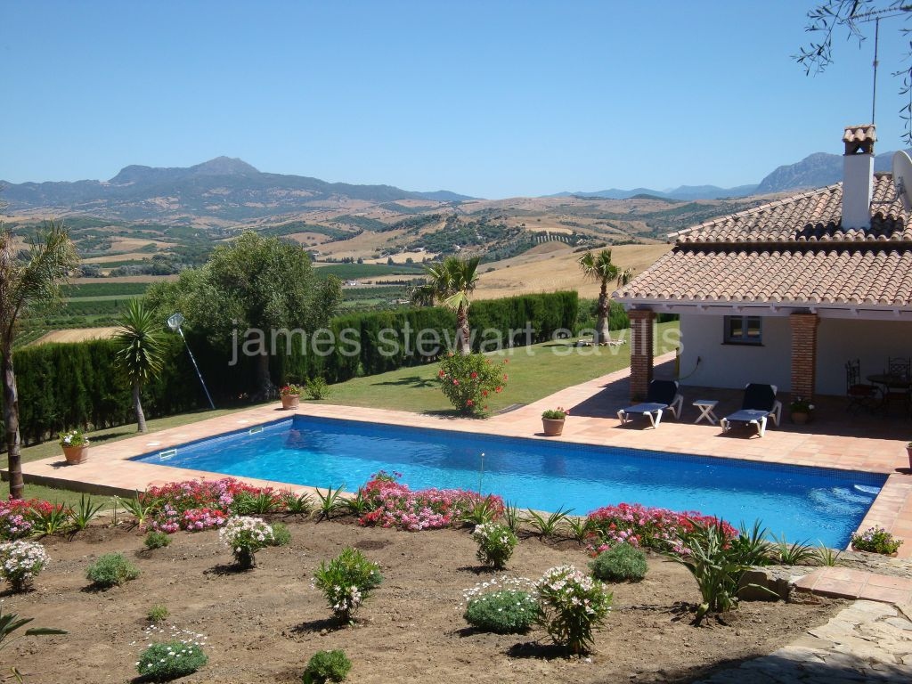 Jimena de La Frontera, Lovely refurbished Finca close to Estacion de Jimena only 20 mins from Sotogrande