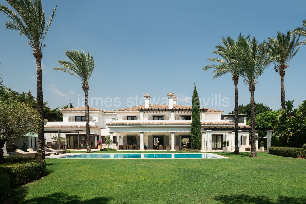 "Sotogrande, The best of the Sotogrande ""Kings & Queens"" this stunning villa is one of the most luxurious in the area."