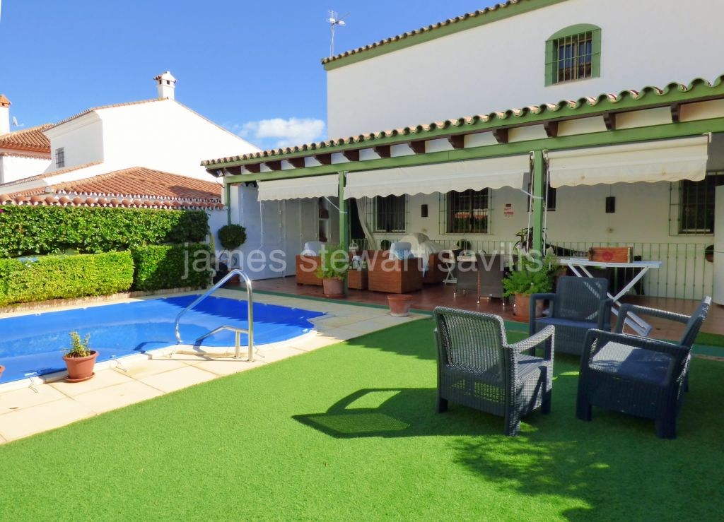Pueblo Nuevo de Guadiaro, Excellently presented house in Pueblo Nuevo with up to 5 bedrooms with possibilty of separate apartment