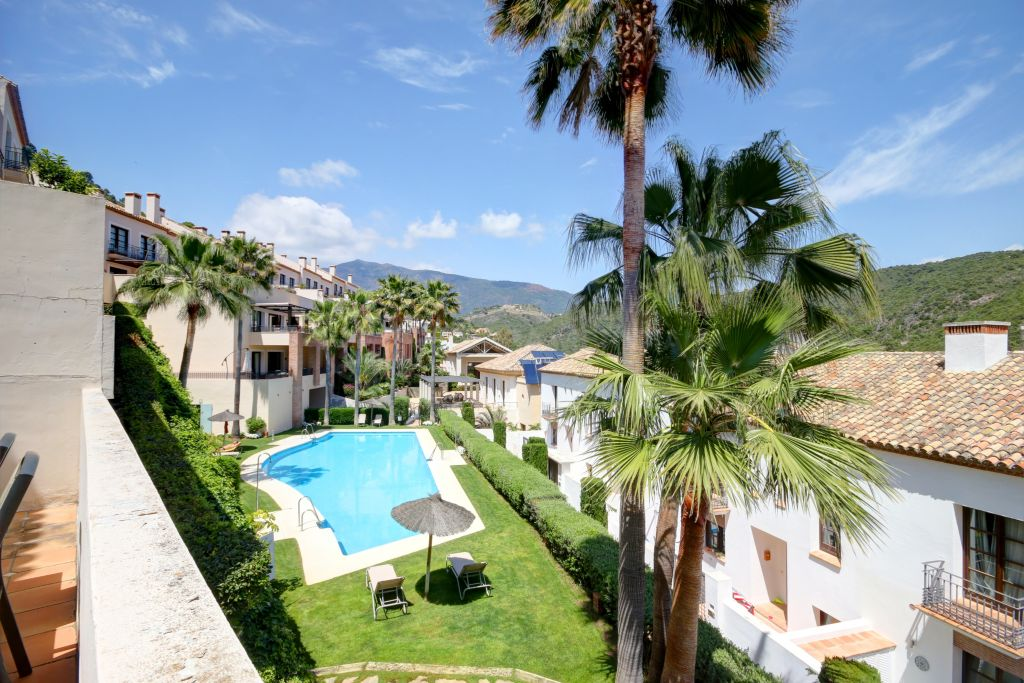 Benahavis, Townhouse for sale in El Casar, with views to the community swimming pool, Benahavis