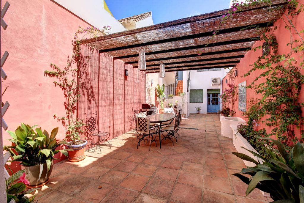 Estepona, Townhouse for rent in Estepona town centre, fully reformedand close to the beach