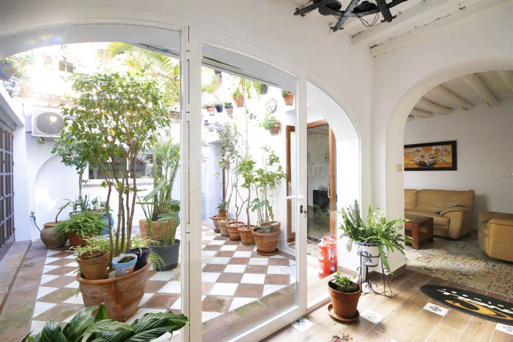 Estepona, Large traditional town house for sale in Estepona old town, near amenities and the beach