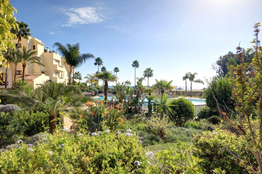 Estepona, Front Line Beach Apartment for sale in Bahia del Velerin, Estepona