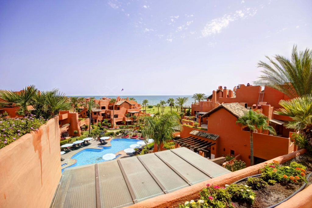 Estepona, Penthouse for sale in the luxury complex of Torre bermeja, a front line beach development in Estepona