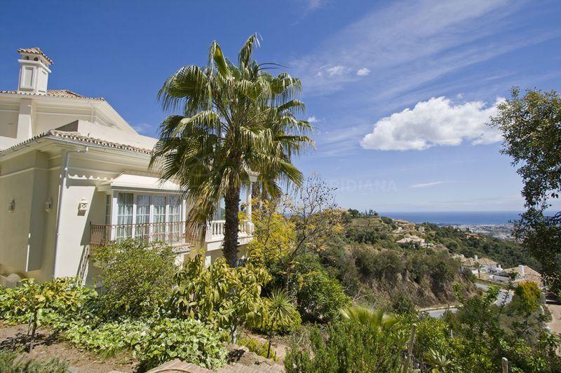 Benahavis, Elegant villa with extensive private grounds and scenic views for sale in La Zagaleta Country Club, Benahavis