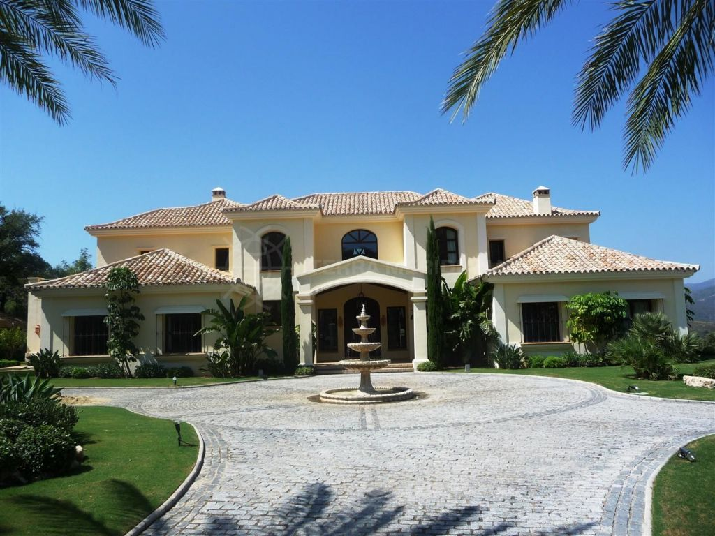 beautiful 5 bedroom classical villa for sale in marbella club golf resort with guest apartment. Black Bedroom Furniture Sets. Home Design Ideas