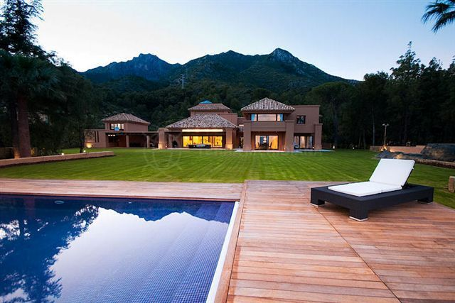 Marbella Golden Mile, 6 bed villa with superb sea views for sale in Cascada del Camojan, Golden Mile, Marbella