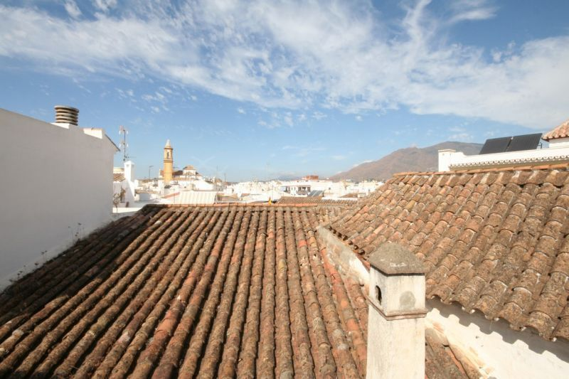 Estepona, Charming townhouse for sale, with large facade and great potential in Estepona Old Town