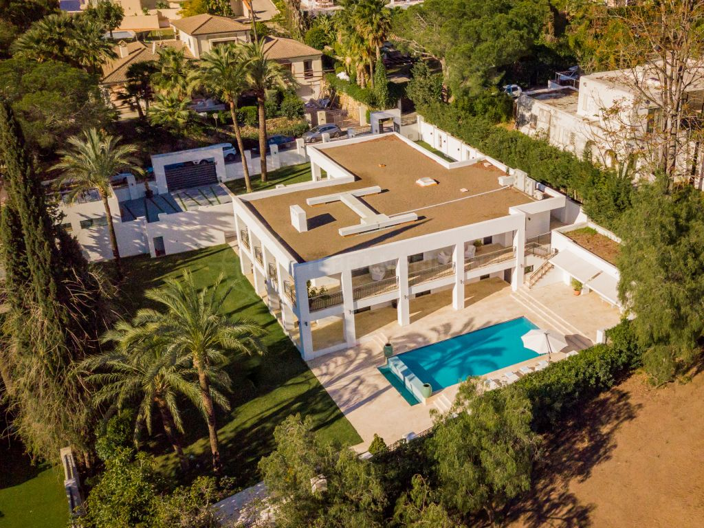 Nueva Andalucia, Newly renovated, front-line golf villa, with swimming pool and mountain views, Las Brisas Golf, Nueva Andalucía