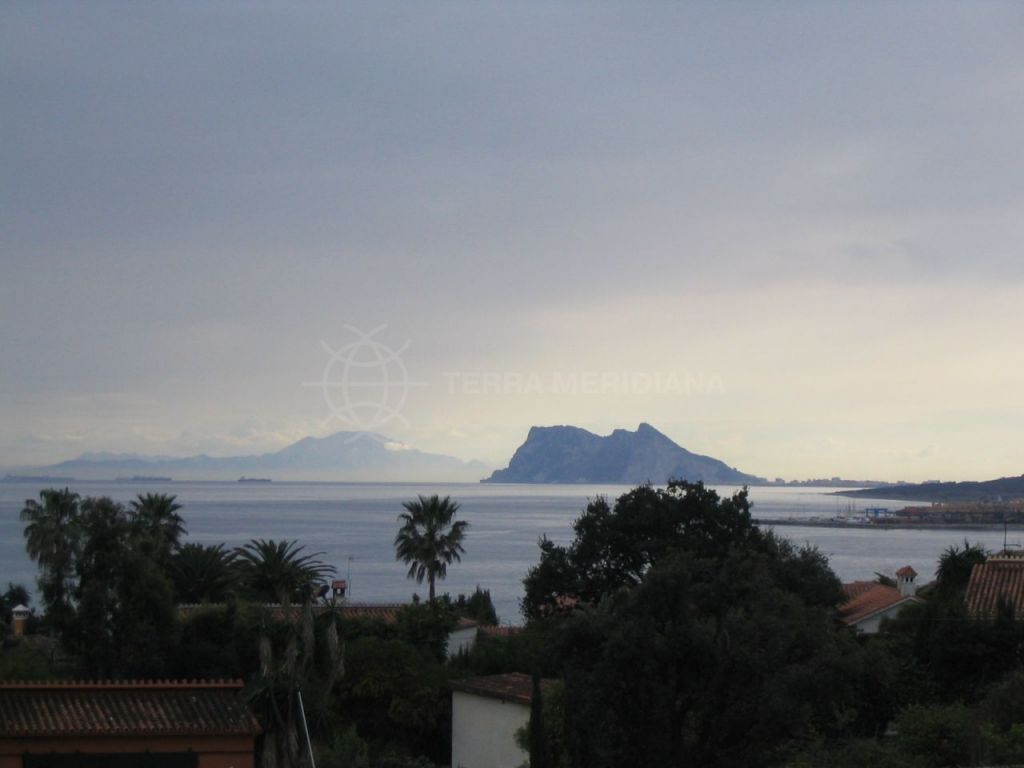 Sotogrande, Sizeable plot for sale with panoramic sea views in San Diego, Sotogrande