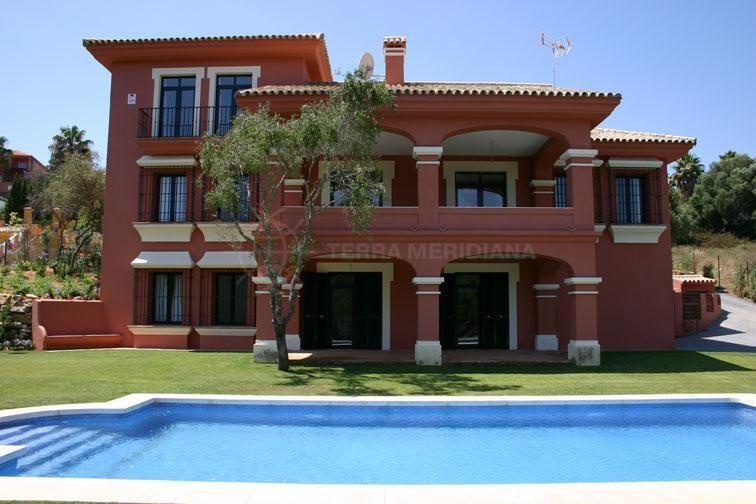Sotogrande, Spacious 3 storey villa for sale with Valdarrama golf views, Sotogrande