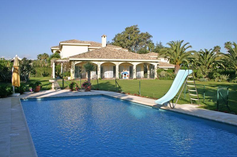 Sotogrande, Substantial 4 bedroom villa for sale in exclusive Kings and Queens, Sotogrande