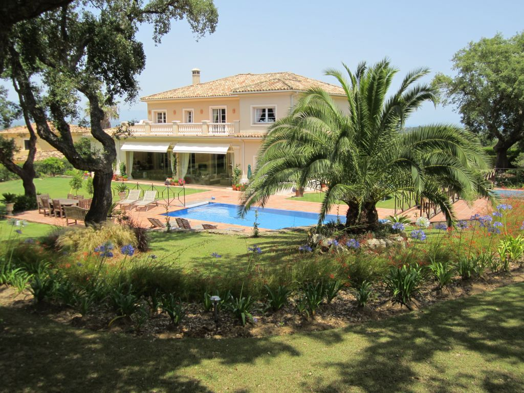 San Roque, Well appointed villa for sale with magnificent mountain and San Roque golf views, Sotogrande