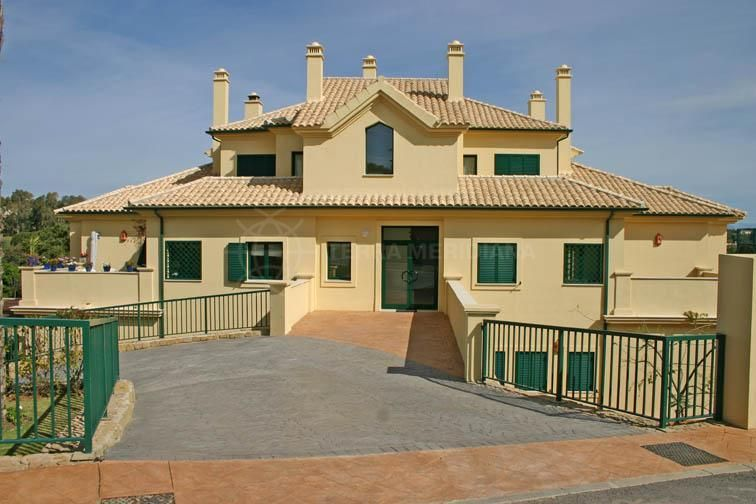 San Roque, Superb 2 bed apartment for sale overlooking 6th fairway, San Roque golf course, Cadiz