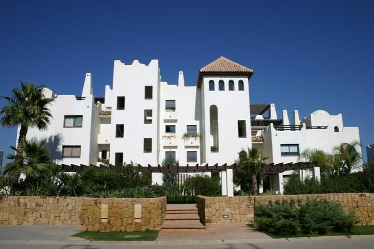 Sotogrande, Spacious 1st floor apartment for sale with lovely river views, El Polo de Sotogrande