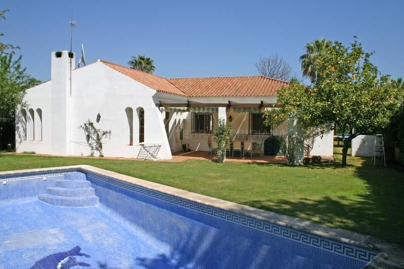 Sotogrande, Single storey villa for sale with private west facing garden, Sotogrande Costa