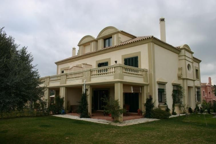 Sotogrande, Spacious 4 semi-detached house for sale on luxury Sotogolf development, Sotogrande