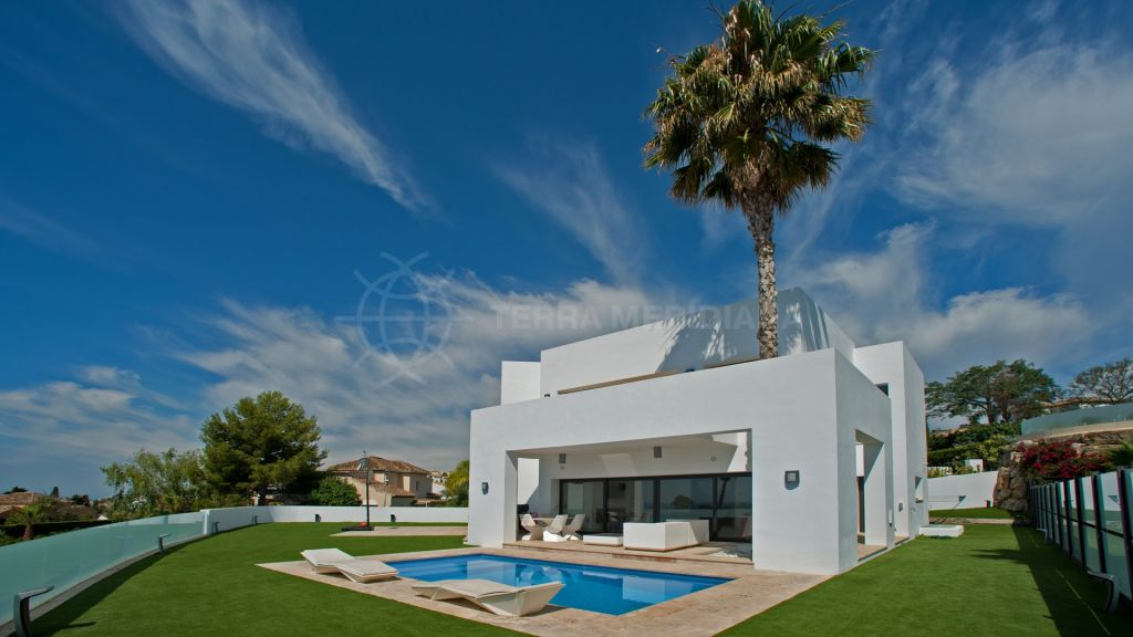 Benahavis, Corner villa for sale with panoramic sea views, Atalaya Fairways