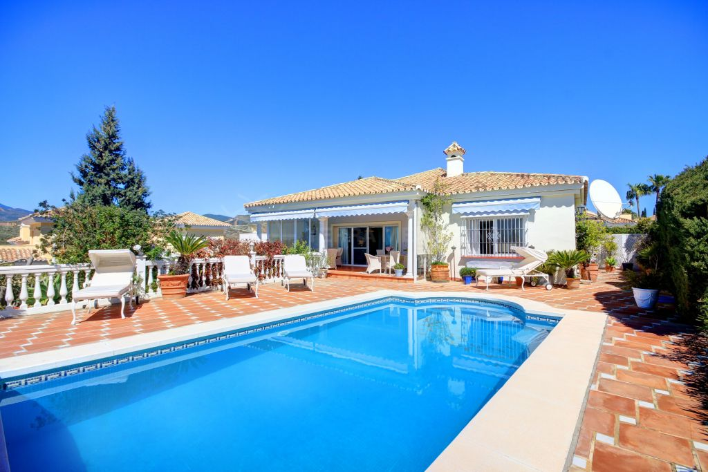 Benahavis, Incredible Value! Fantastic family villa for sale in sought after estate of El Paraiso Alto, with private pool and sea views.
