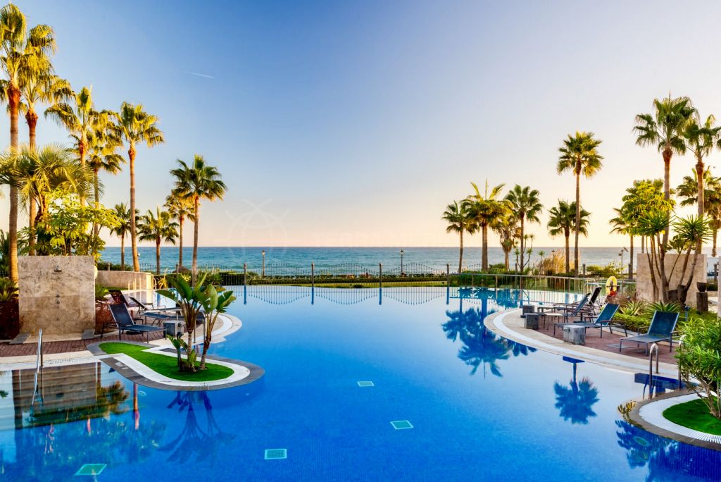 Estepona, 1st floor apartment for sale in luxury frontline beach complex Mar Azul, Estepona