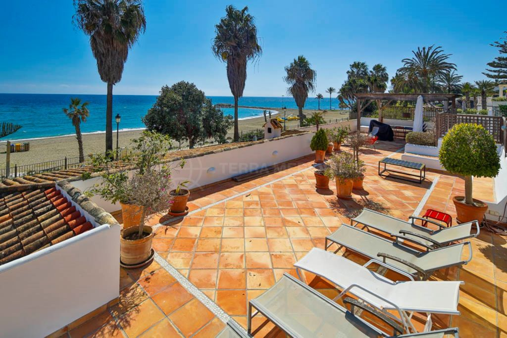 Marbella Golden Mile, Frontline villa for sale on the Golden Mile steps from Puente Romano, Marbella
