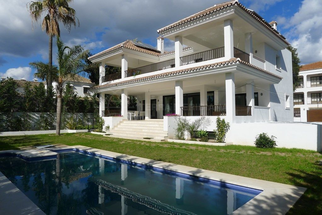 San Pedro de Alcantara, New 5 bedroom villa for sale in Cortijo Blanco, San Pedro de Alcantara, close to amenities with private pool