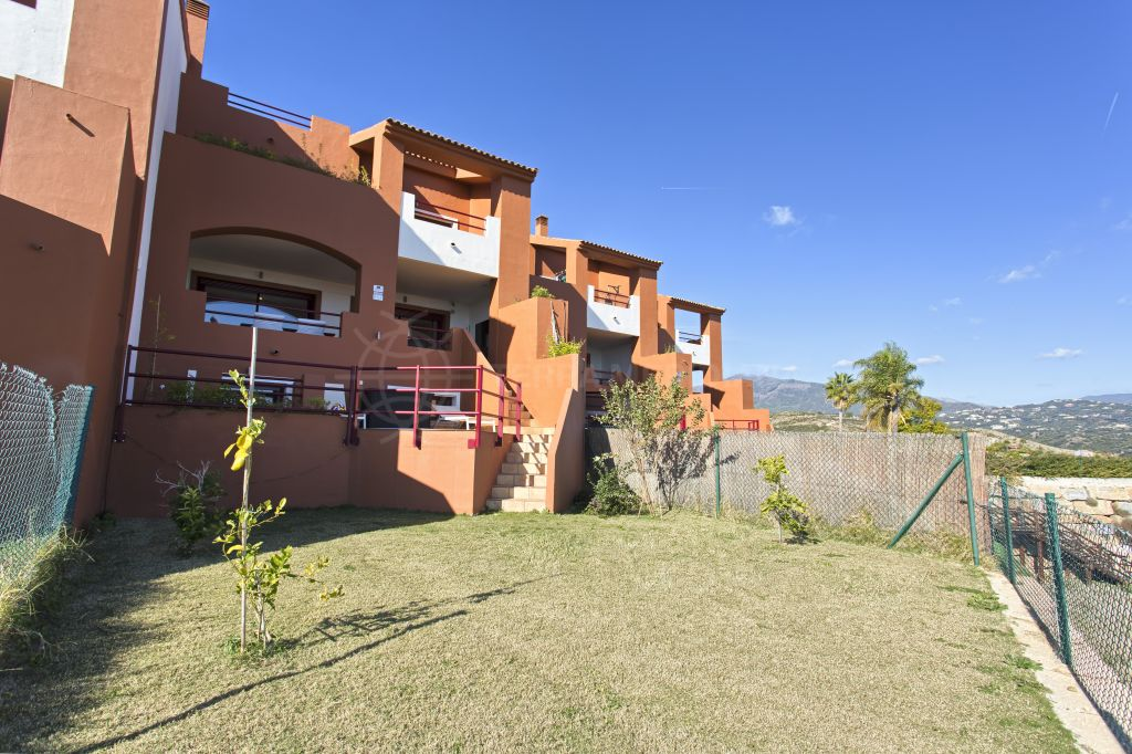 Benahavis, Large 3 bedroom townhouse for sale in Urb. Los Jaralillos, La Alqueria with Jacuzzi and panoramic sea views