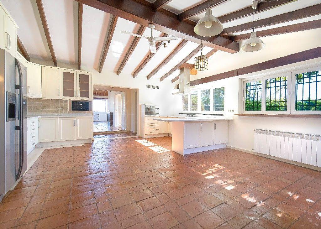 San Pedro de Alcantara, One level 5 bedroom rustic villa for sale in Fuente del Espanto, Nueva Andalucia with private garden and pool