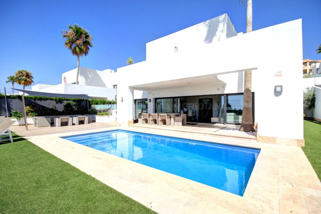 Benahavis, Fantastic front line villa for sale in Atalaya Fairways, Benahavis