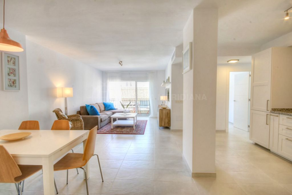 Estepona, Fully reformed apartment situated in the heart of the old town centre in Estepona, walking distance to the beach