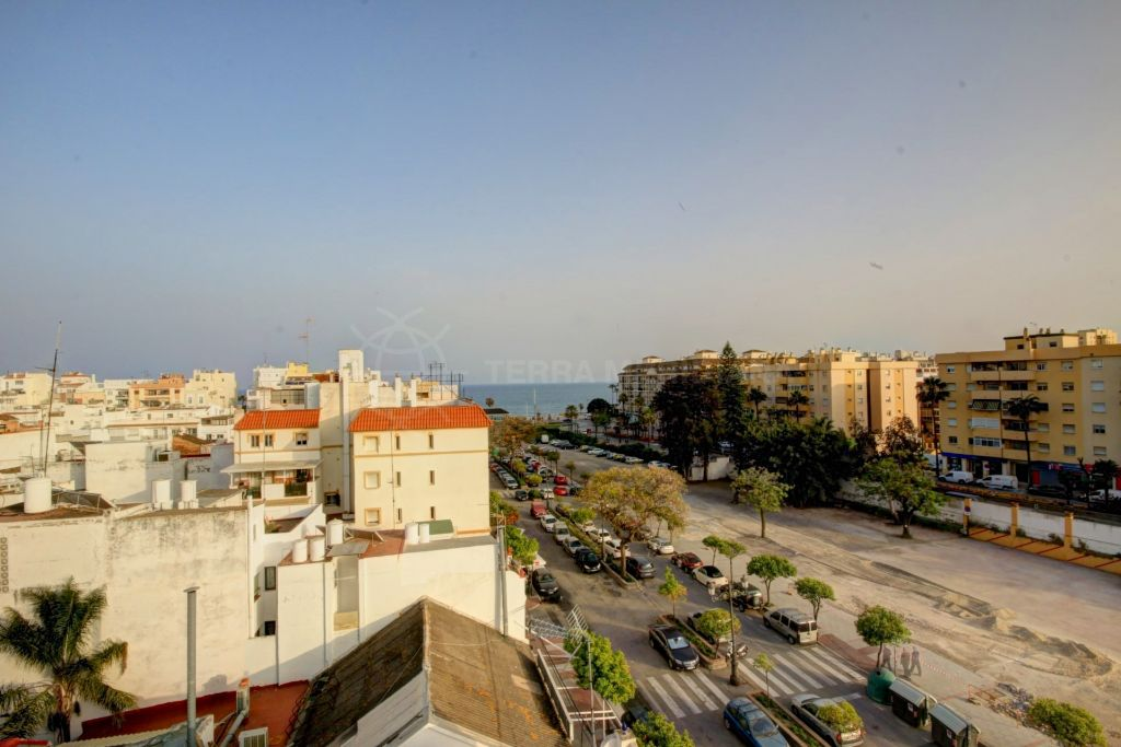 Estepona, Apartment in Estepona Center for sale with sea views and only 2 minutes walking to the beach, situated on the edge of the old town
