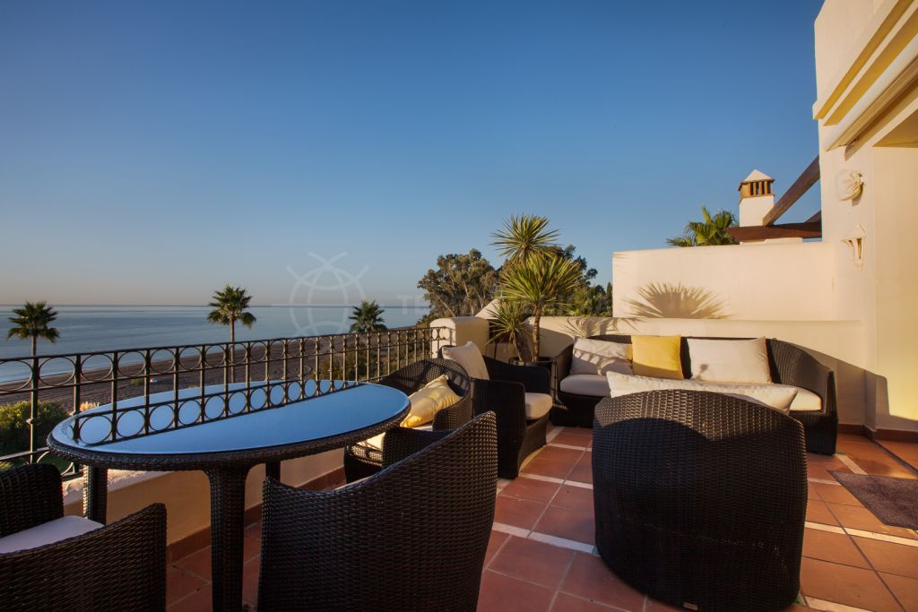 Estepona, 4 bedroom duplex penthouse for sale, situated in Bahia del Velerin, with superb views of the sea and the swimming pool