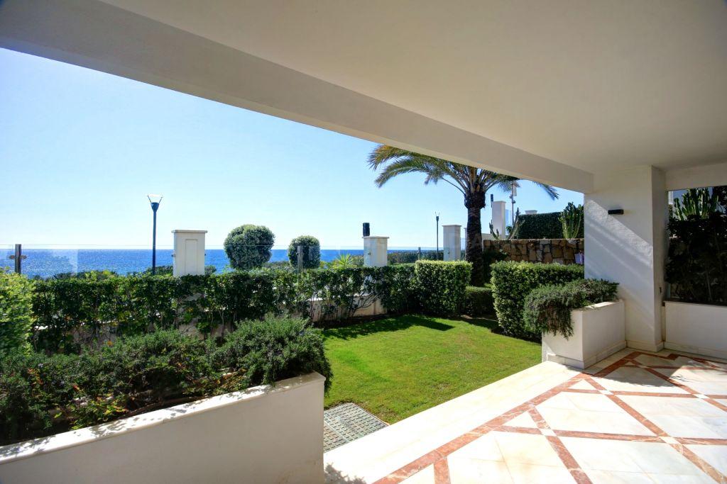 Estepona, Front line 3 bedroom corner apartment for sale in exclusive development in Estepona - walking distance to the port and all ameneties