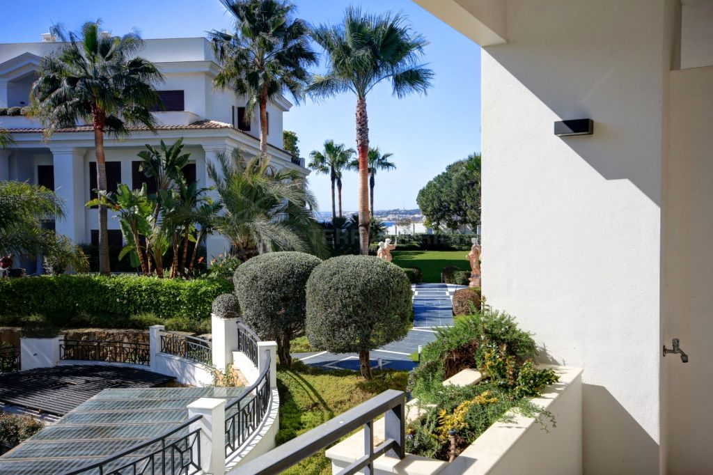 Estepona, Recently reduced new luxury 3 bedroom apartment for sale in Estepona in front line beach complex, walking distance to ameneties