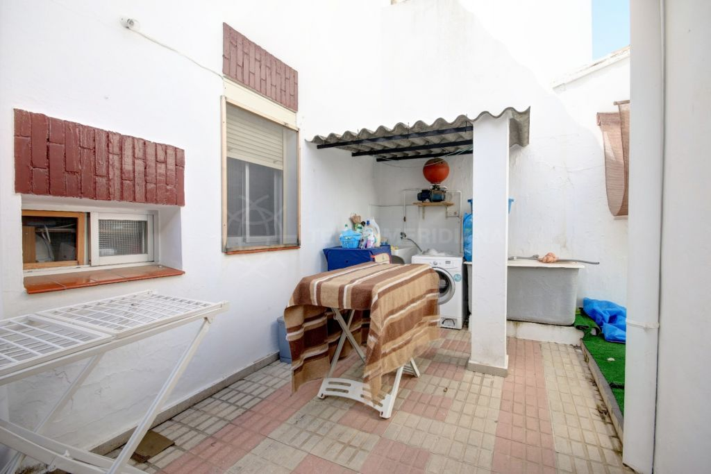 Estepona, Townhouse for sale in Estepona town, within walking distance of all amenities