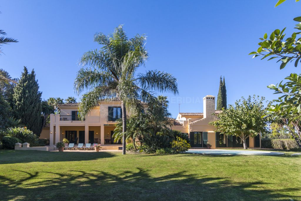 Sotogrande, Large family villa for sale in Sotogrande Alto with private pool and panoramic views